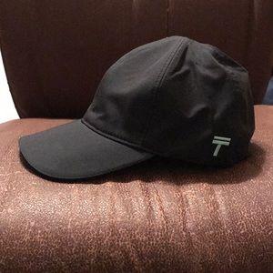 Like New TopKnot Hat Performance Wear Black